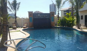 House with pool and garden in VIP Chain Resort, Oasis, on beach road